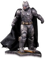 Batman v Superman - Armored Batman Statue